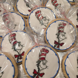 I had so much fun making these cat in the hat cookies this past week! #catinthehat #drseuss #drseuss
