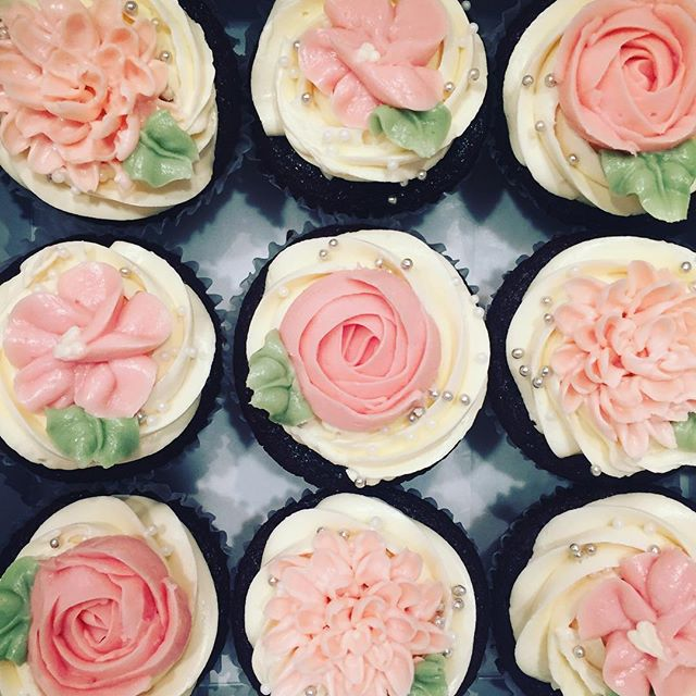 pink buttercream flower cupcakes