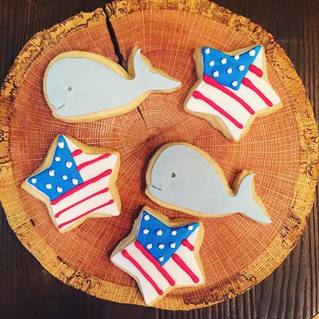 You can have a whale of a weekend with these super cute 4th of July cookies! (Pss... we also have a