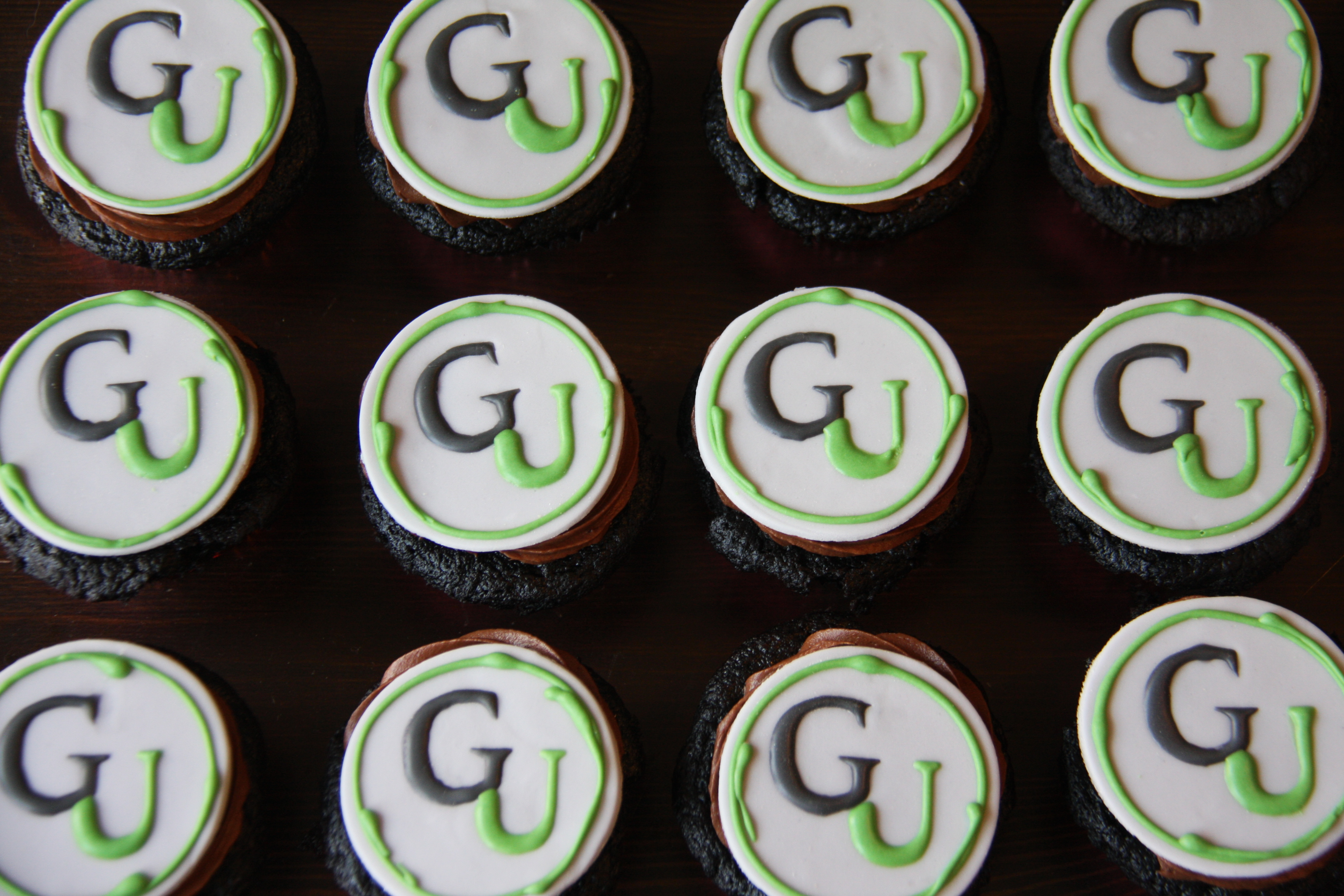 GU Logo Cupcakes