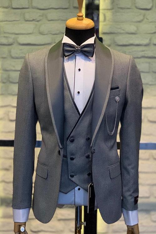 Мужской костюм смокинг серого цвета
