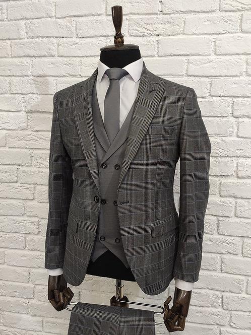 Мужской костюм тройка серого цвета в клетку