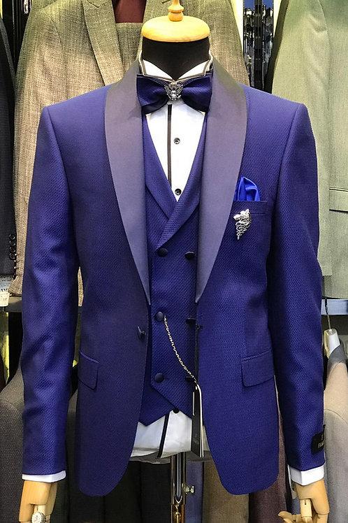 Мужской костюм смокинг цвета электрик