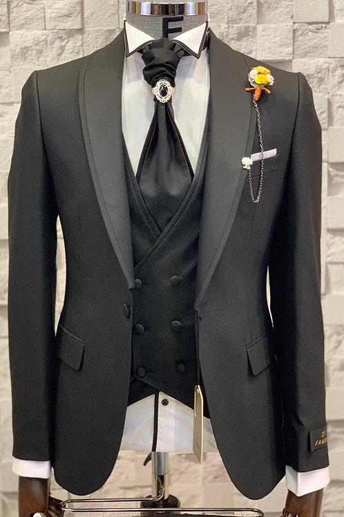 Свадебный мужской костюм-смокинг черного цвета