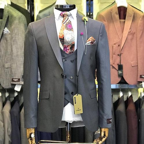 Мужской костюм тройка серого цвета