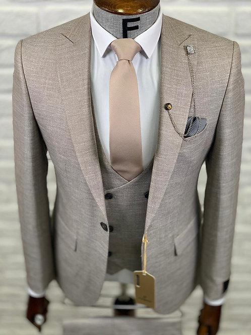 Мужской костюм тройка светло бежевого цвета