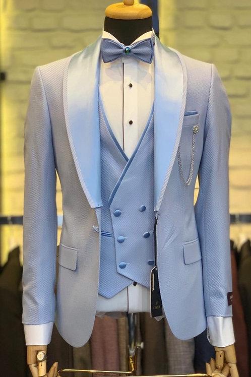 Мужской костюм смокинг светло голубого цвета