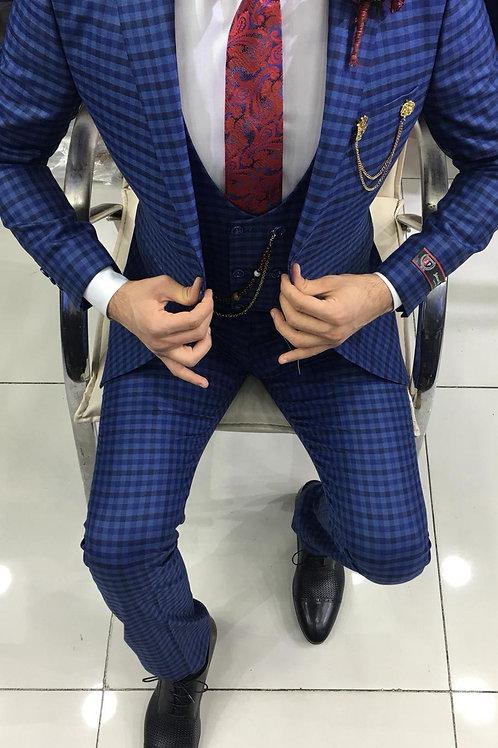 Мужской костюм тройка в мелкую клетку