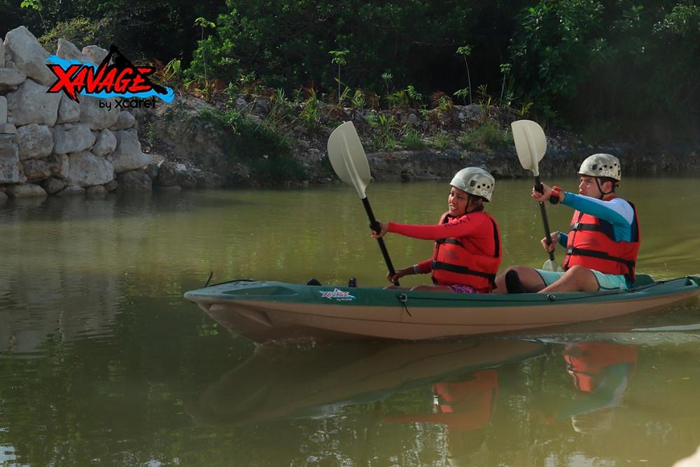 hacer kayak en parque Xavage by Xcaret