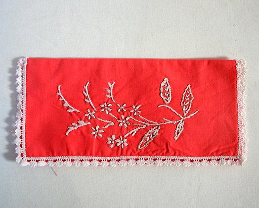 Range-serviette rouge orangé