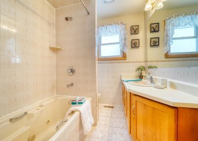Bathroom Upstairs.jpeg