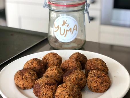 Vegan lentils balls Italian pizza style
