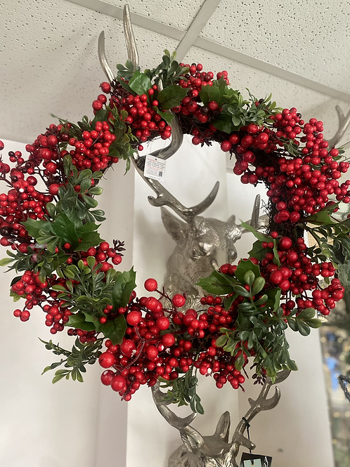 "20"" Red berry wreath"