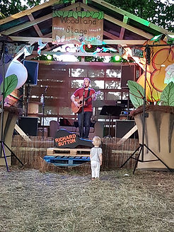Richard sutton, solo acoustic, at VW Whitenoise Festival