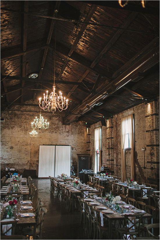 Gran salón en fábrica abandonada