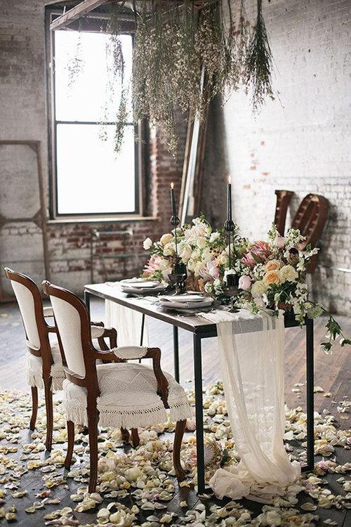 Mesa de novios + arreglos florales