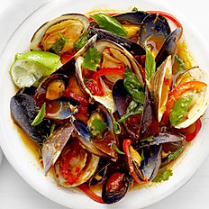 STIR FRY RED CURRY + BASIL MUSSELS