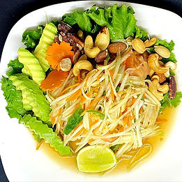 papaya salad with mixed nuts and avo 202