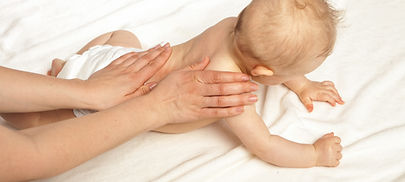Christine Bonnet Ostéopathe sur Besançon spécialisée pou la prise encharge des bébés. Expérience hospitalière. Déformation crâne bébé, crâniosténse,plagiocéphalie, reflux, RGO