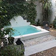 Baignade en ville, un bassin pour un petit jardin aux allures auresques