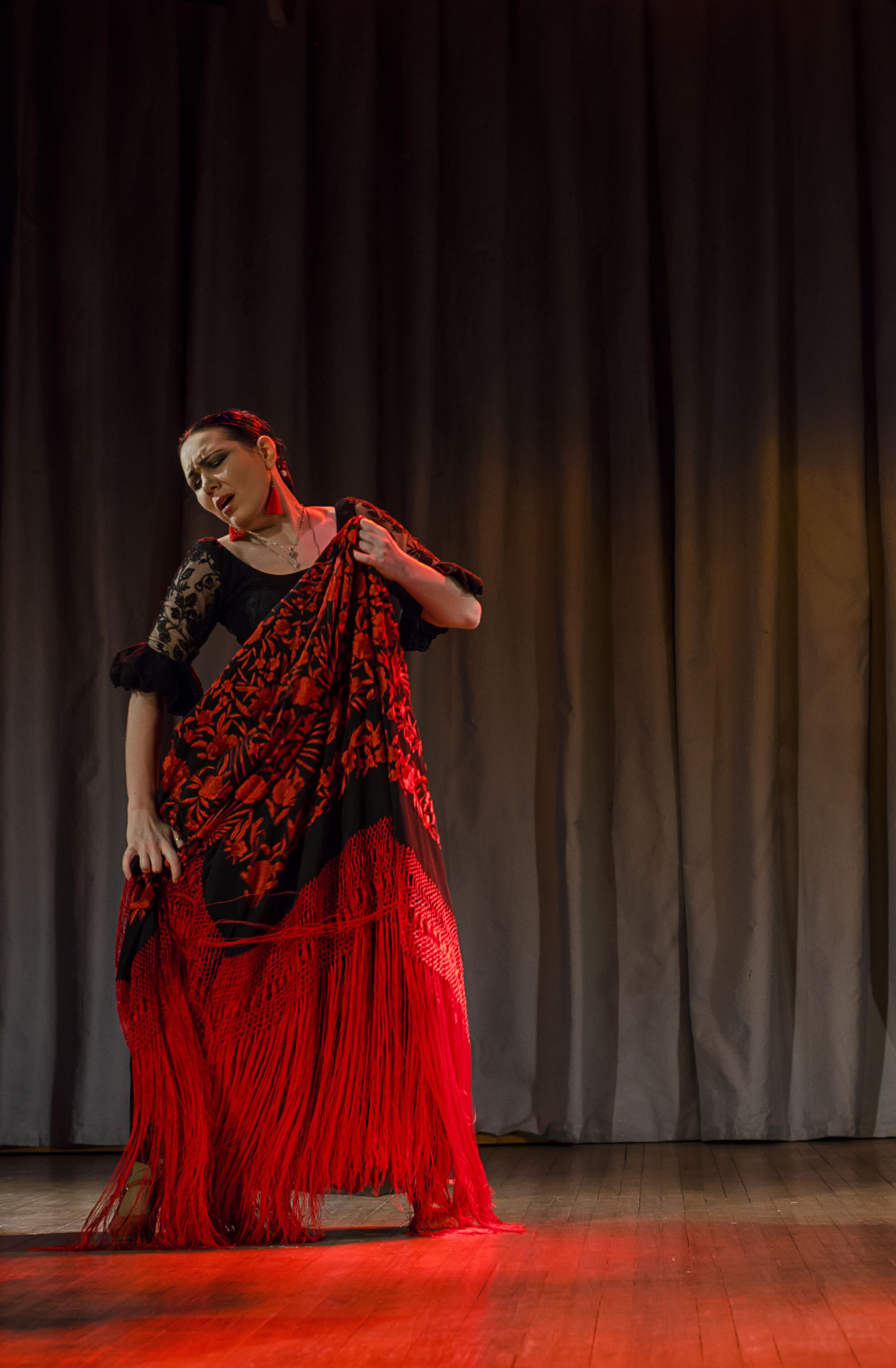Танцовщица и хореограф Amor