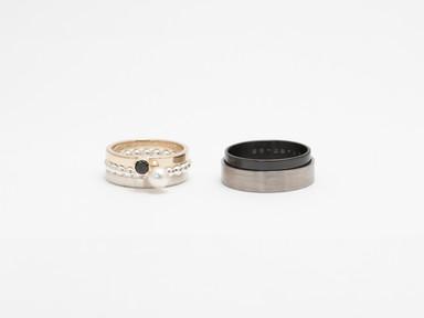 Geelgoud, zilver, titanium, zirkonium, witte parel en zwart diamant