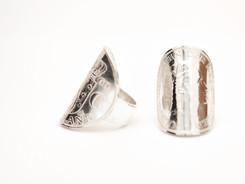Ring van een oude zilveren munt