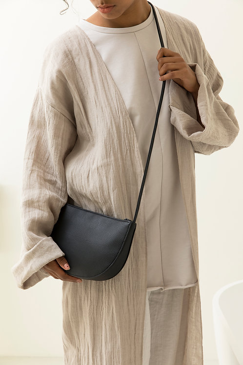 Farou half moon bag | black | Monk & Anna