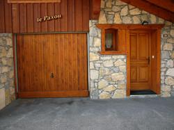 entrée pierres et bois