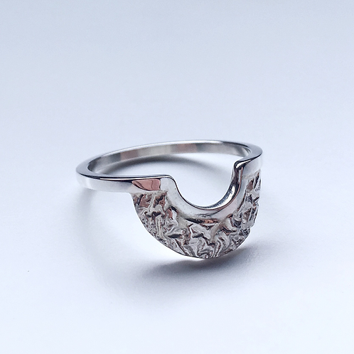 Reticulated Women's Crescent Band