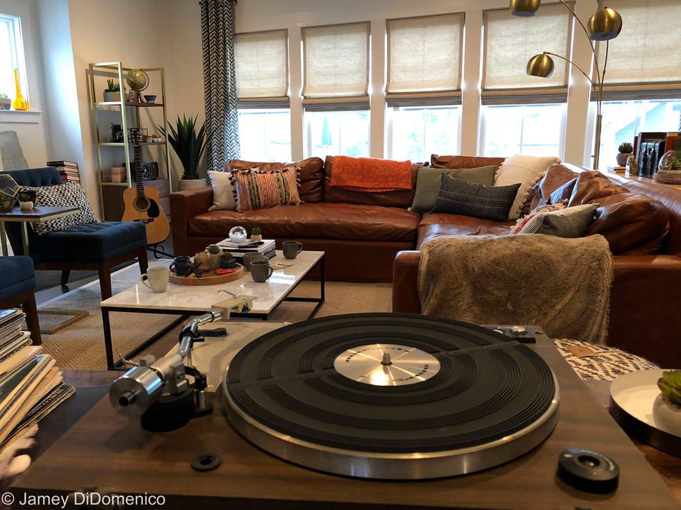 CEFCU - Vinyl Commercial - Set Photo