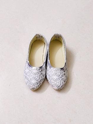 Girls' stylish cut shoes