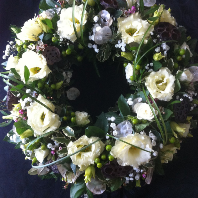 Natural white/green wreath