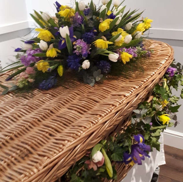 Coffin spray with garland