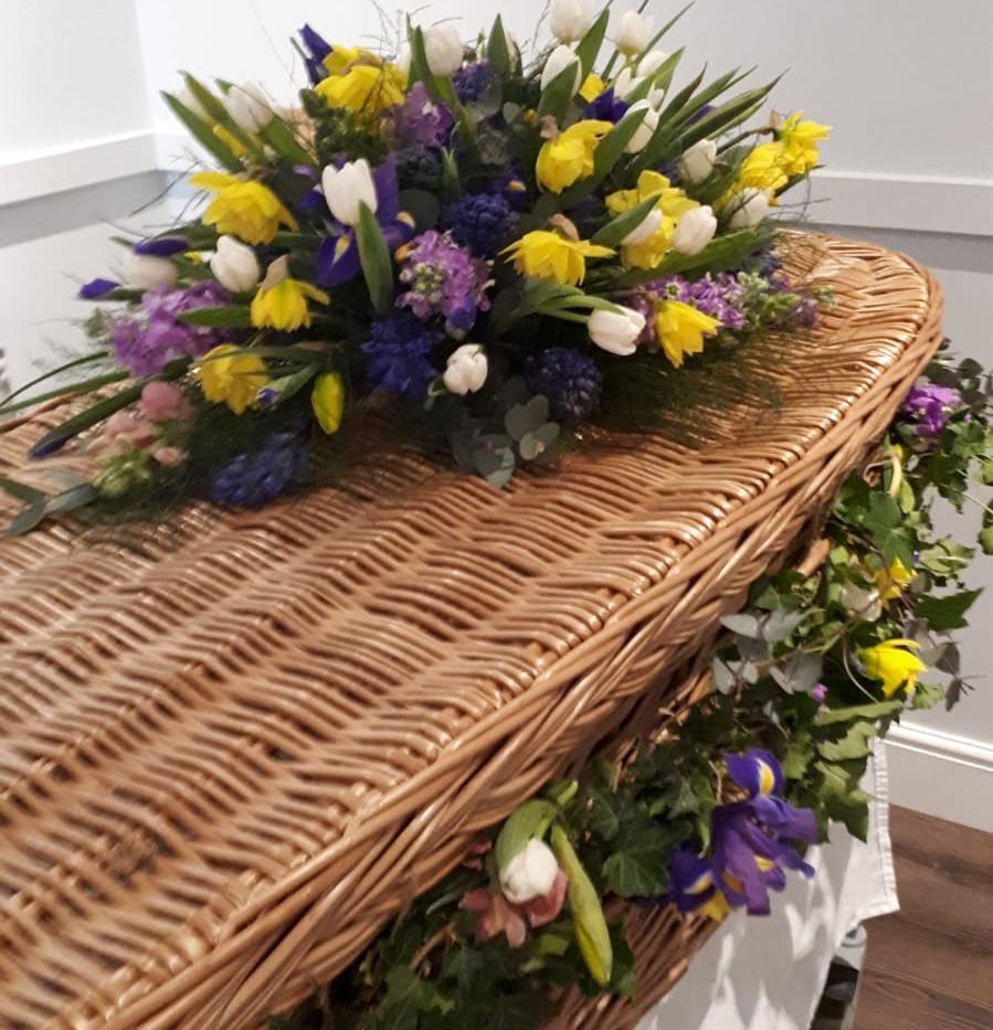 Coffin and garland.JPG