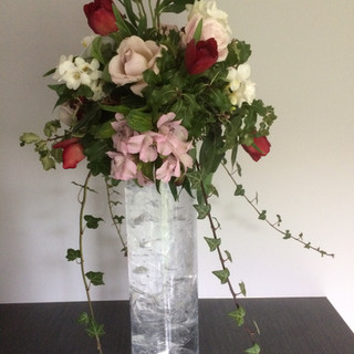 Table design with tall vase