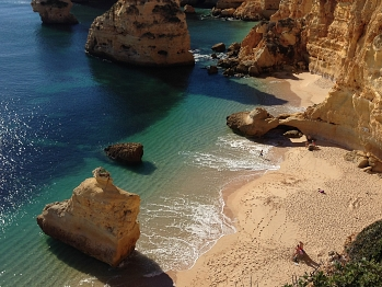 25) Praia da Marinha