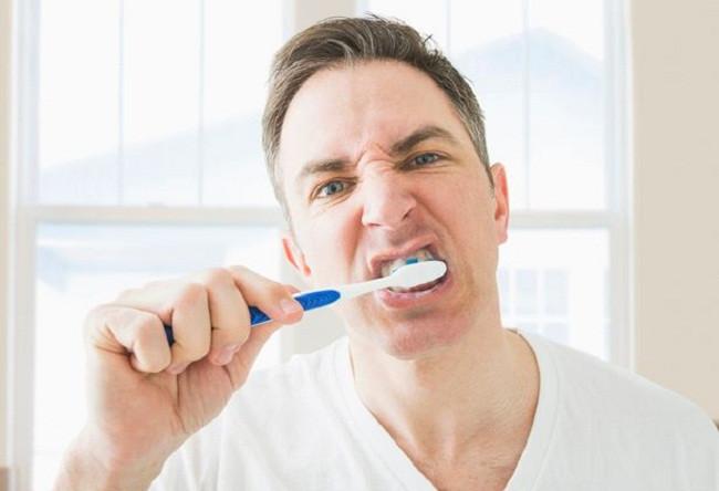 cepillar-dientes-fuerte