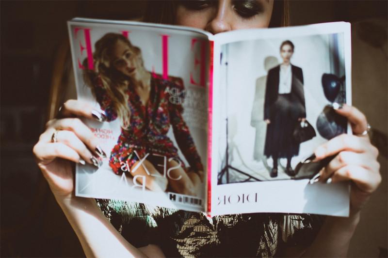 mujer-leyendo-sala-espera