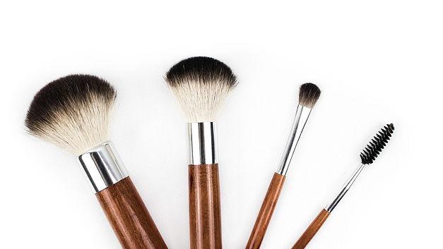 makeup-brush-1746322_1920_edited_edited.
