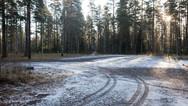 16 novembre 2017, Kankaanpää en Finlande.   Le Ministère de l'Intérieur finlandais a mis en place des partenariats également avec des entreprises privées, Médivida est l'une d'elle. Elle gère le centre de demandeurs d'asile de Kankaanpää implanté en milieu rural, en immersion complète au sein de la société traditionnelle finlandaise.  Cet emplacement est celui d'un bâtiment détruit, incendié en signe de protestation contre l'ouverture du centre, depuis, aucun acte de malveillance n'a été à nouveau perpétré.