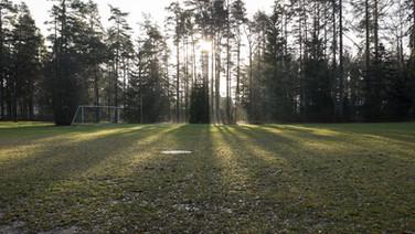 24 novembre 2017, Halikko, Finlande.   Espace extérieur qui sert de terrain de foot et aussi d'espace de concert.