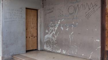 """22 septembre 2015, Calais, ville de la pointe Nord de la France, face à l'Angleterre.   """"We are not animal"""", """"nous ne sommes pas des animaux""""."""