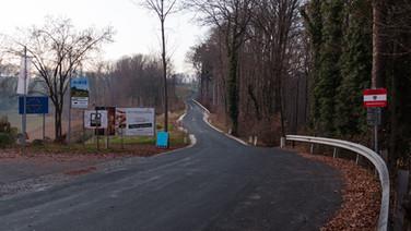 4 décembre 2015, Spielfeld, Autriche.   Le passage de l'Autriche à la Slovénie est possible par trois points d'accès : une autoroute, la U67 et une petite route de campagne, on voit ici qu'elle n'est pas du tout contrôlée