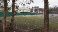 """8 décembre 2015, Brežice, Slovénie.   Centre de transit désaffecté, sans doute parce que trop petit pour faire face à l'afflux de """"migrants"""".   Ici, un aperçu de l'organisation des files d'enregistrement."""