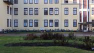 24 novembre 2017, Halikko, Finlande.   Ce centre géré par la Croix Rouge ouvre en 2015 sur le site d'un ensemble hospitalier.   Apparait ici le second bâtiment qui ouvre en janvier 2016. Des travaux avaient été effectués au préalable pour y accueillir les demandeurs d'asile.