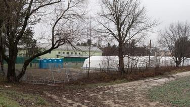 """8 décembre 2015, Brežice, Slovénie.   Centre de transit désaffecté, sans doute parce que trop petit pour faire face à l'afflux de """"migrants""""."""
