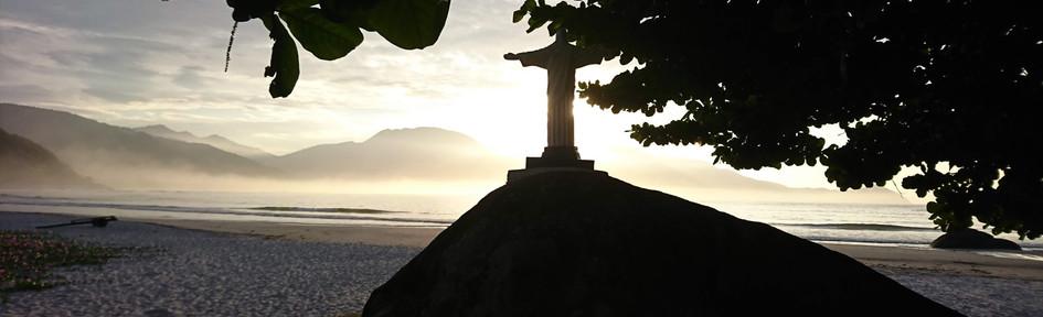 Early morning in Aventureiro Beach