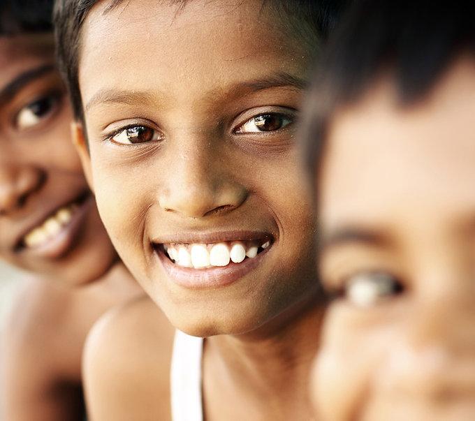 Niños adolescentes sonrientes