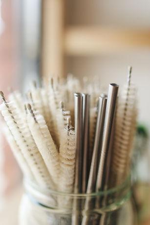 metal-straws-in-jar-3735176.jpg